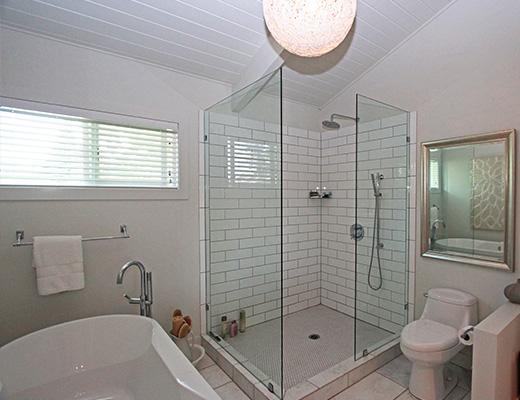 Sarsons Pool Home - 3 Bdrm w/ Pool - Kelowna