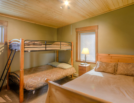 Bear Bottom Lodge - 4 Bdrm HT - Sun Peaks