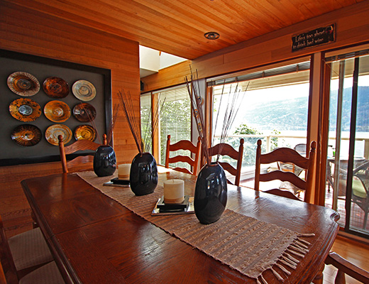 Ogopogo Lakeshore Home - 5 Bdrm HT - Kelowna