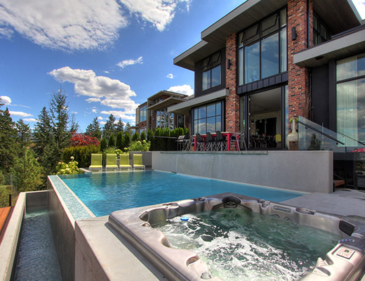 Infinities Edge - 5 Bdrm w/ Pool HT - Kelowna