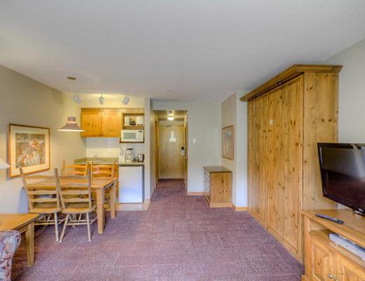 Nancy Greene's Cahilty Lodge - Studio - Sun Peaks