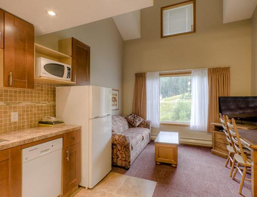 Nancy Greene's Cahilty Lodge - Loft Kitchenette - Sun Peaks