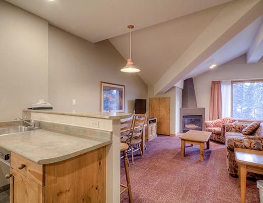 Nancy Greene's Cahilty Lodge - Grand Studio - Sun Peaks