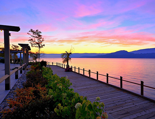 Manteo Resort - 3 Bdrm + Den Villa - Beachfront - Kelowna