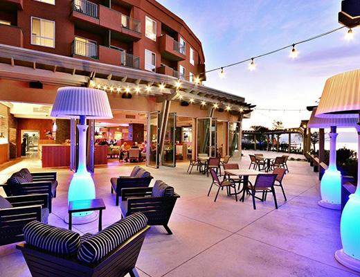 Manteo Resort - 2 Bdrm Villa - Beachfront - Kelowna
