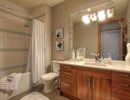 Lakeview Luxury - 6 Bdrm + Den w/ Pool - West Kelowna (CVH)