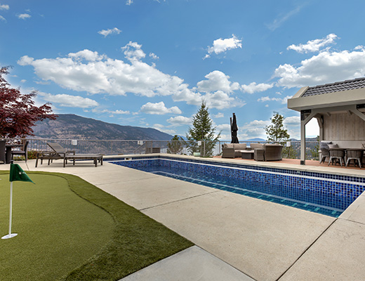 The View - 4 Bdrm w/ Pool - Kelowna