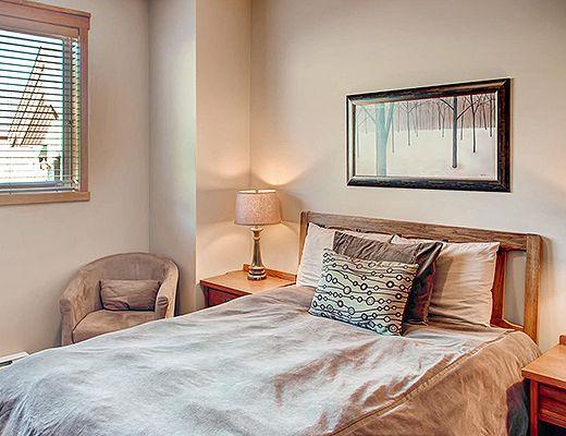 Snowbird Lodge 301 - 2 Bdrm + Den HT - Big White
