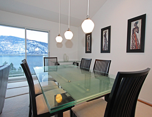 White Daisy House - 3 Bdrm w/ Pool - Kelowna