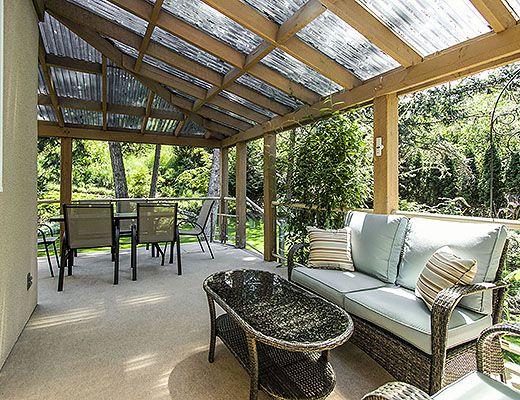 Vineyard Estates - 5 Bdrm w/ Pool HT - Kelowna (CVH)