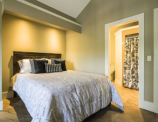 Lawrence Manor - 1 Bdrm Paris Room - Kelowna