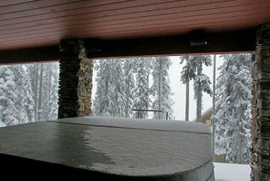 Snowbanks #6 - 4 Bdrm  + Loft + Den HT - Big White