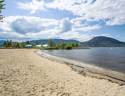 Above The Lake - 3 Bdrm Townhome w/Pool - Penticton
