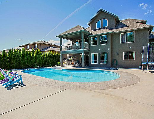 Dilworth Pool Home - 5 Bdrm w/Pool - Kelowna